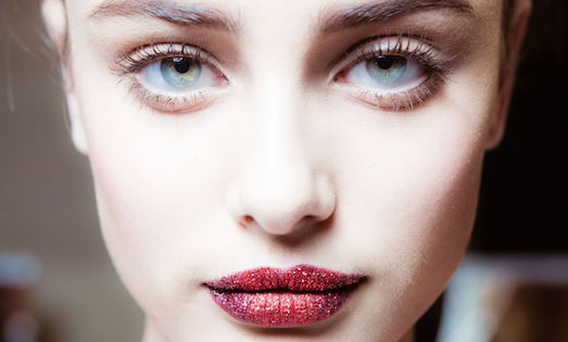 17708 Яскравий макіяж губ з глітером