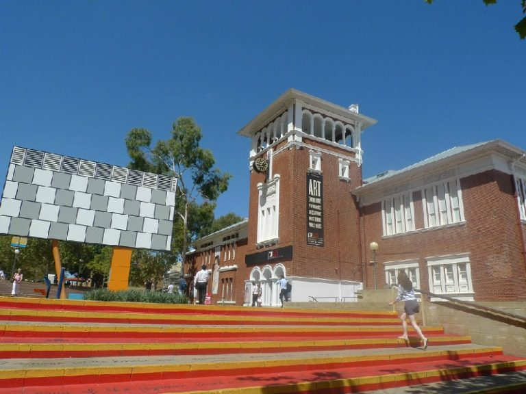 20078 Фото і опис: Інститут сучасних мистецтв