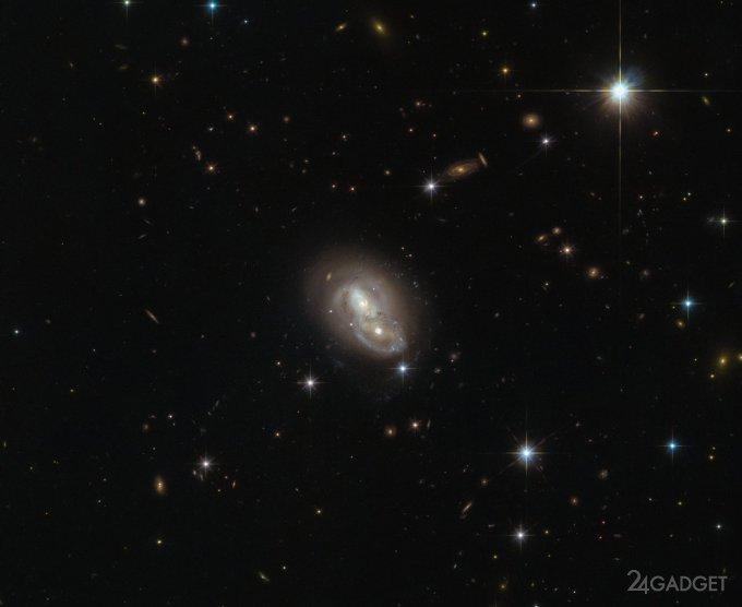19554 Hubble зробив дві швидкоплинні галактики (2 фото)
