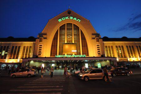 19594 «Укрзалізниця» встановить термінали самообслуговування для продажу квитків на ЗАЛІЗНИЧНИХ вокзалах України, почнуть з Києва