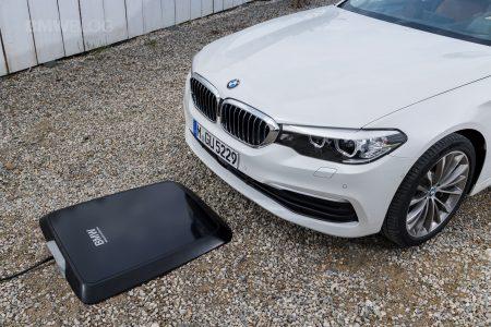 BMW розробила бездротову зарядку для своїх електромобілів і збирається вивести її на ринок вже в 2018 році