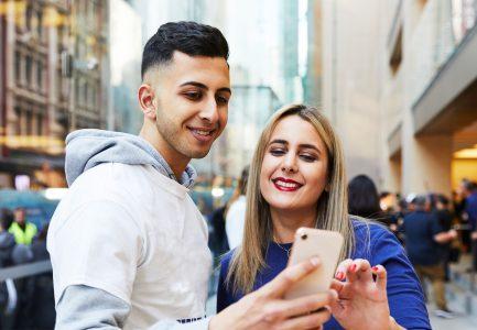 27425 Дослідження: Улюблений смартфон американських підлітків — iPhone (82%), соцмережа — Snapchat (47%), відеосервіс — Netflix (37%), сайт для покупок Amazon (49%)