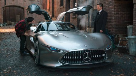 Mercedes-Benz підписав угоду з Warner Bros. і тепер Бетмен буде водити суперкар AMG Vision Gran Turismo, а Диво-жінка — кабріолет E-Class
