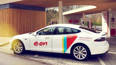 """Компанія E. ON обіцяє до 2020 року побудувати в Європі мережу швидкісних """"електрозаправок"""" з 10 тисяч зарядних пунктів"""