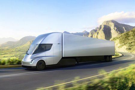 30850 Первым покупателем Tesla Semi станет сама компания, которая свяжет конвоями электрогрузовиков сборочные линии в Калифорнии с производством батарей Gigafactory в Неваде