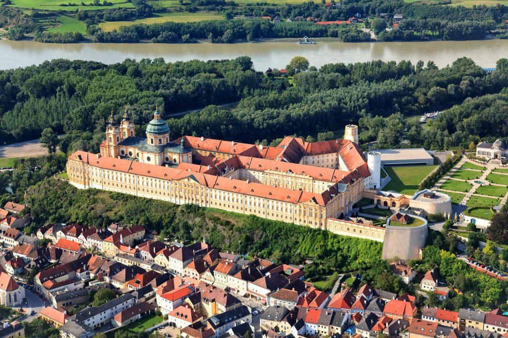32465 Фото і опис: Бенедіктінскій монастир Гарштен