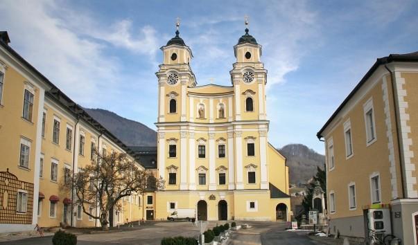 Фото і опис: Бенедіктінскій монастир Мондзеє