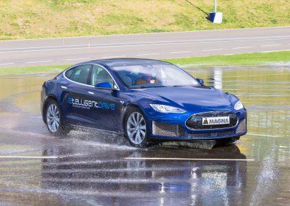 33301 Компания Magna представит на CES 2018 продвинутую систему электрического привода etelligentDrive, которую уже опробовала на модифицированном Tesla Model S