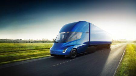 32034 Tesla отримала ще один рекордний замовлення на 100 электрогрузовиков Semi від компанії PepsiCo, а загальна кількість передзамовлень могло перевищити 1230 штук