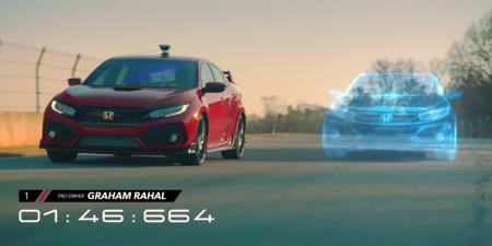 Honda використовувала хетчбек Civic Type R, гру Forza Motorsport 7 і змішану реальність для організації гонки між реальним і віртуальним автомобілем [відео]