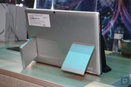 Intel показала на MWC 2018 концепт ноутбука-трансформера з 5G-модемом і антеною, вбудованими у величезні відкидаються підставки