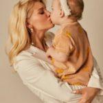 42325 HOT MAMA: Міша Романова вперше показала сина